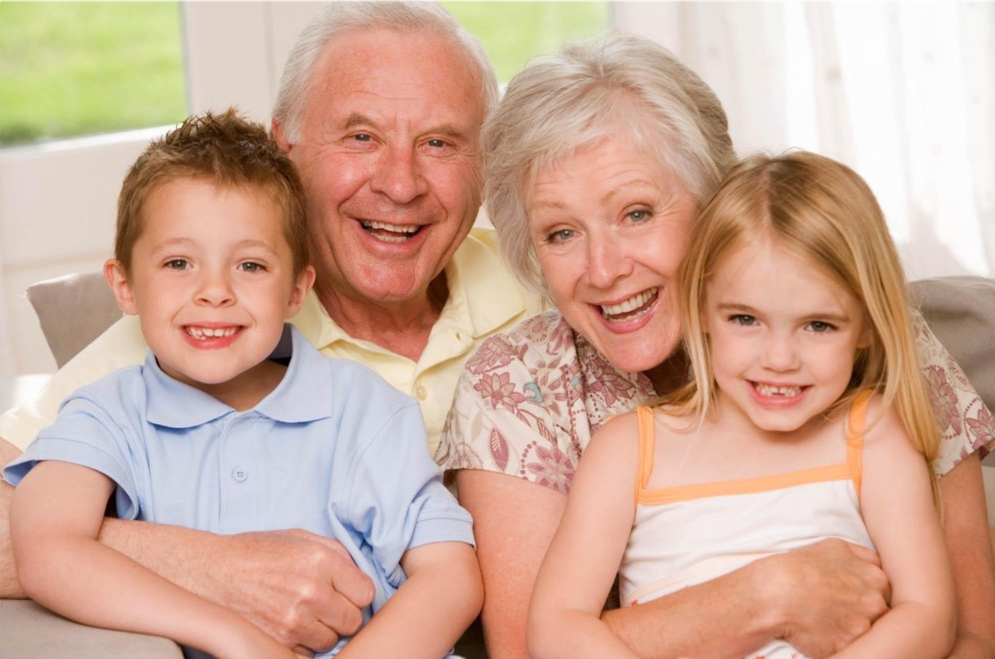 Abuelos Que Cuidan De Sus Nietos: Ventajas Y Desventajas